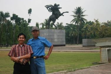 Urip (baju biru), Rudy (Pegang Handycam)