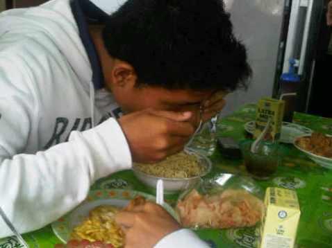 Porsi makan tiar